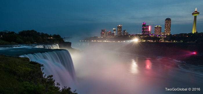 Niagara Falls from the US by night